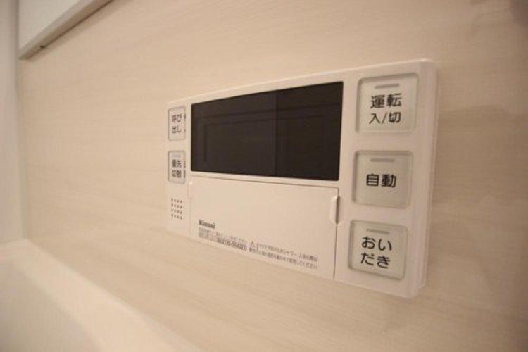 見やすい画面で操作しやすい給湯パネルです。
