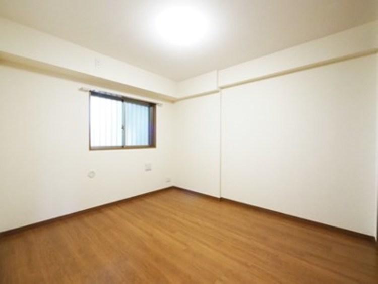 白を基調とした室内は、明るい住空間を造り出すだけでなく、清潔感をもたらしてくれます。