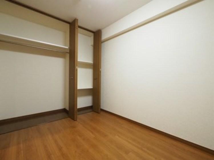 各部屋にはクローゼットを完備しております。収納が多いお家はすっきりして快適空間です♪