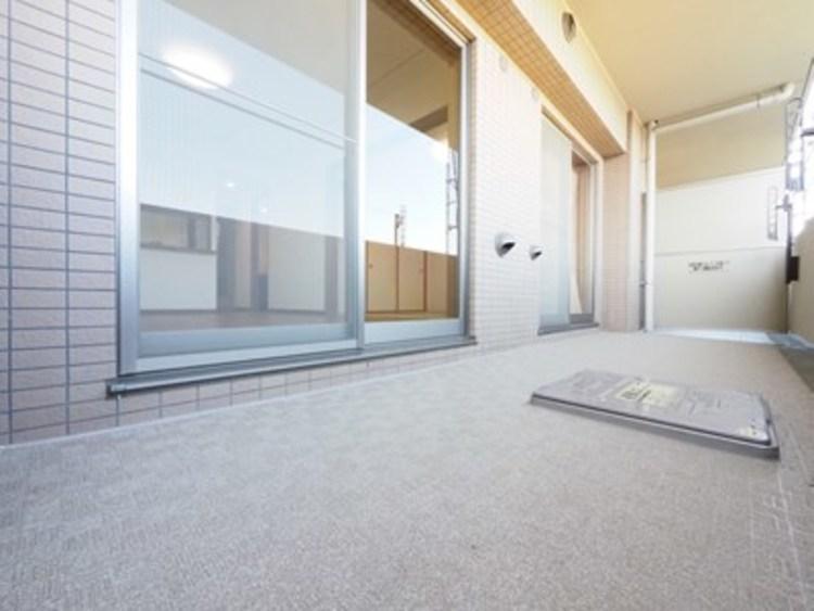 2部屋分のワイドバルコニー。人数が多いご家庭でもたくさん洗濯物が干せるのも嬉しい空間です。