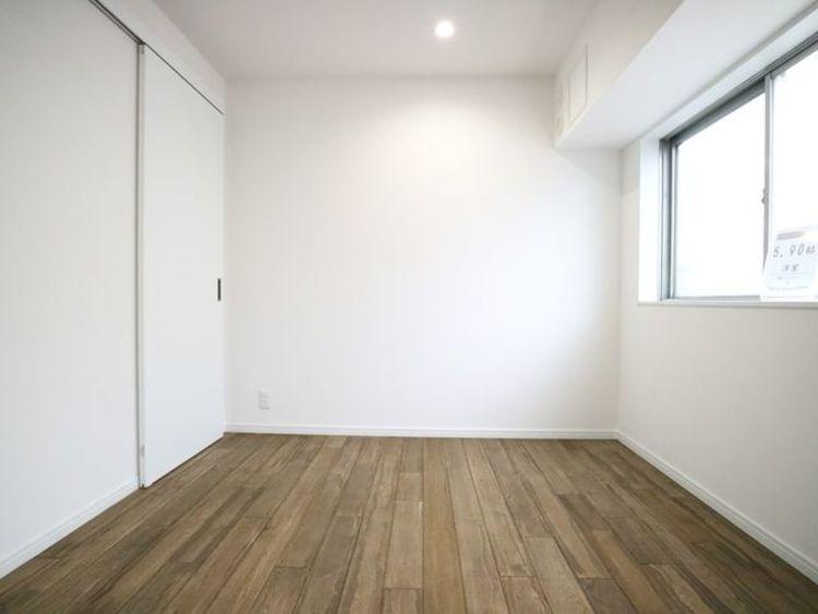 一日の疲れをいやしてくれる主寝室。時を忘れて過ごす場所として過ごせるお部屋。