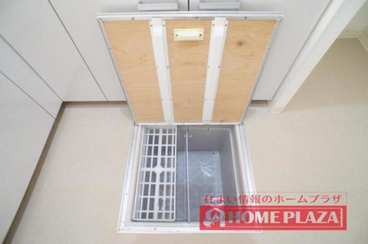床下収納が付いているので、非常食などの収納に便利です。