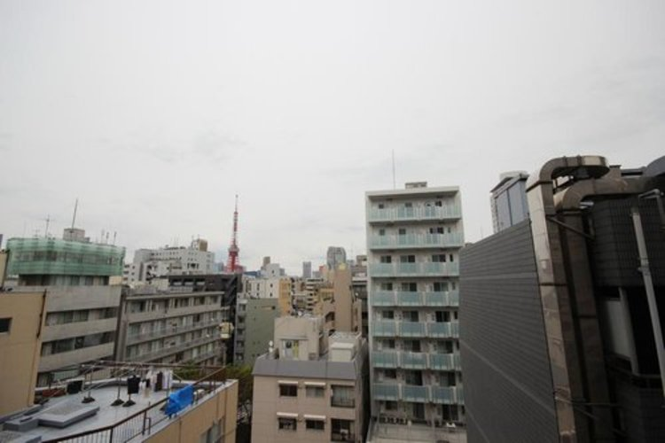陽当たり・通風・開放感・眺望に恵まれた環境です。周辺は高い建物がなく青い空が遠くまで広がります。