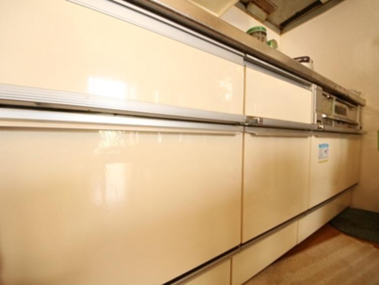 広いキッチンは作業スペースが確保でき、子どももお手伝いがしやすい。