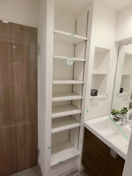 収納力豊富な洗面化粧台は鏡が大きく使いやすいだけでなくタオルや洗濯物の収納にも役立ちます♪