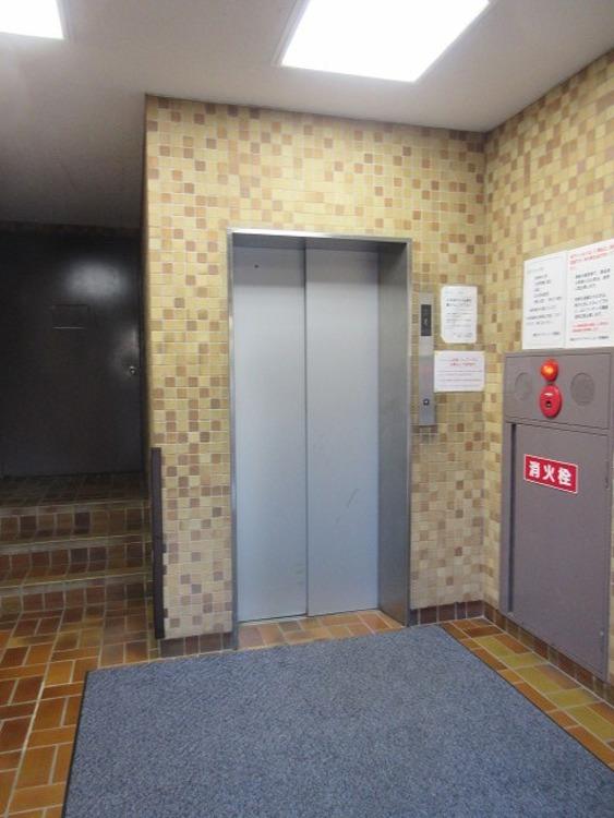 お引越しの時も、重い荷物の日もらくちんなエレベーター完備!