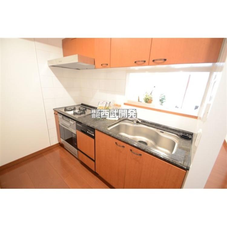 家族との会話が出来る対面キッチンはお料理や洗い物がもっと楽しくなります。