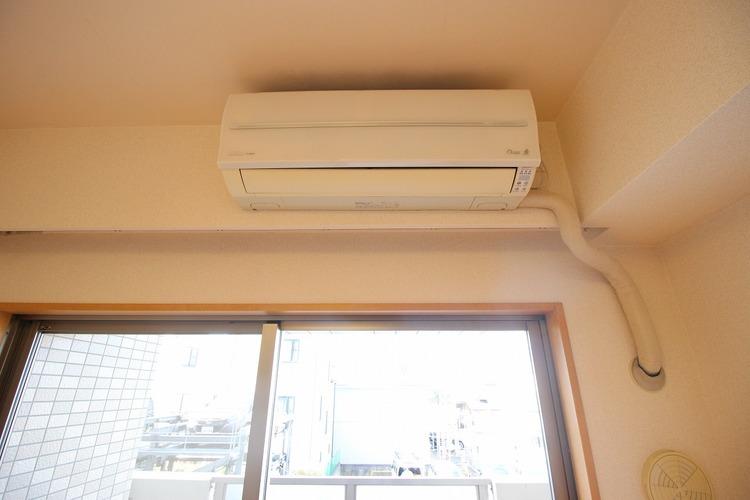 LDKにはエアコンがついています。