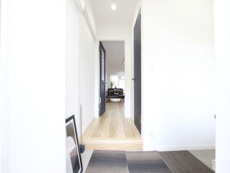 明るく開放感のある玄関がお出迎え。安らぎに満ちた生活空間を予感させてくれます。