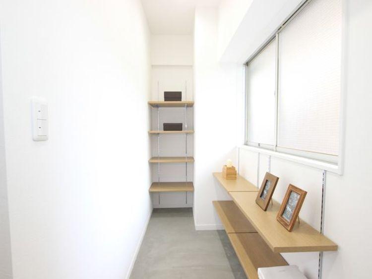 広々としたDOMA。暗くなりがちな玄関収納を、明るく清潔感のある快適スペースに。