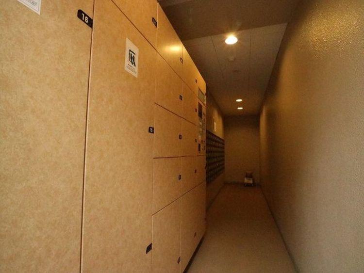 宅配BOX完備。お仕事やお出かけで荷物が受け取れない時も大変便利です。