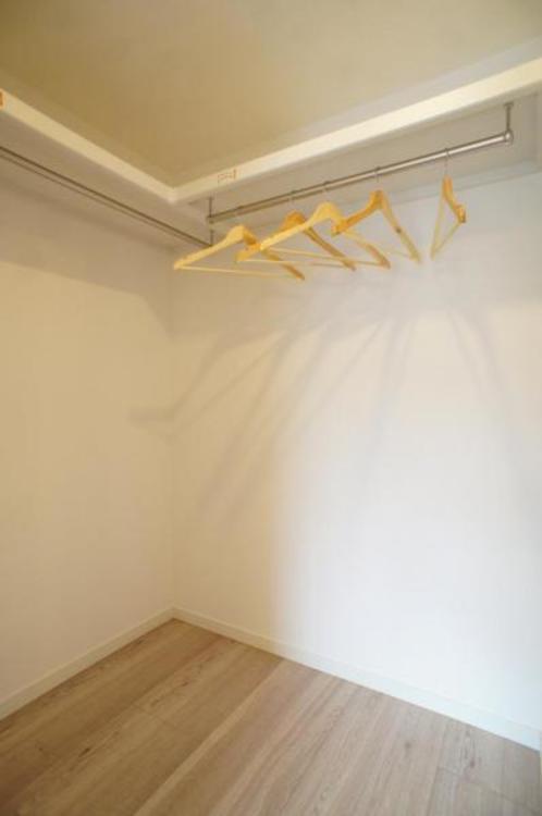 大容量のウォークインクローゼット付き!お部屋を広くお使い頂くことができます。