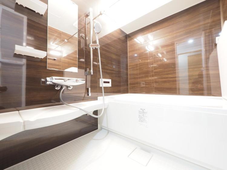 夜はゆったりと落ち着けるバスルームで、一日の疲れを洗い流しましょう。