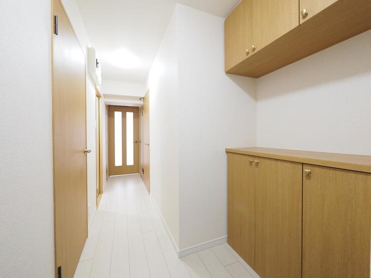 お客様がお見えになった際に一番最初に目につく玄関は明るく、清潔感のある玄関でなくてはなりません。