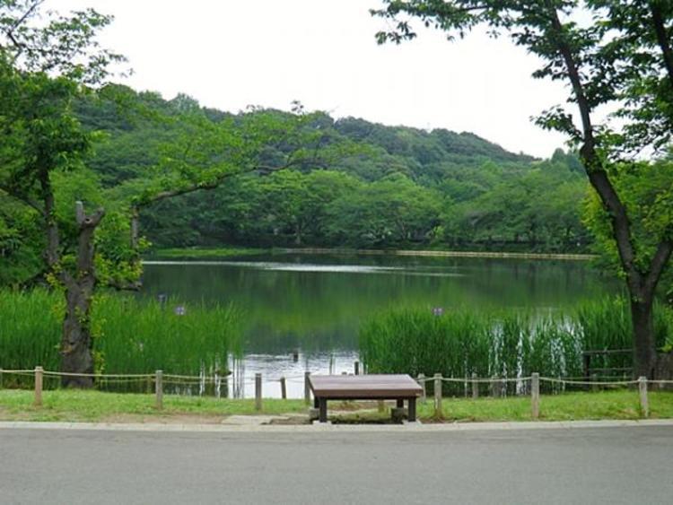 三ツ池公園 約130m