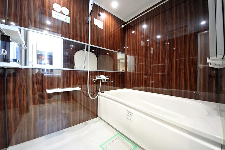 高級感のある浴室は一日の疲れを癒やす特別な空間