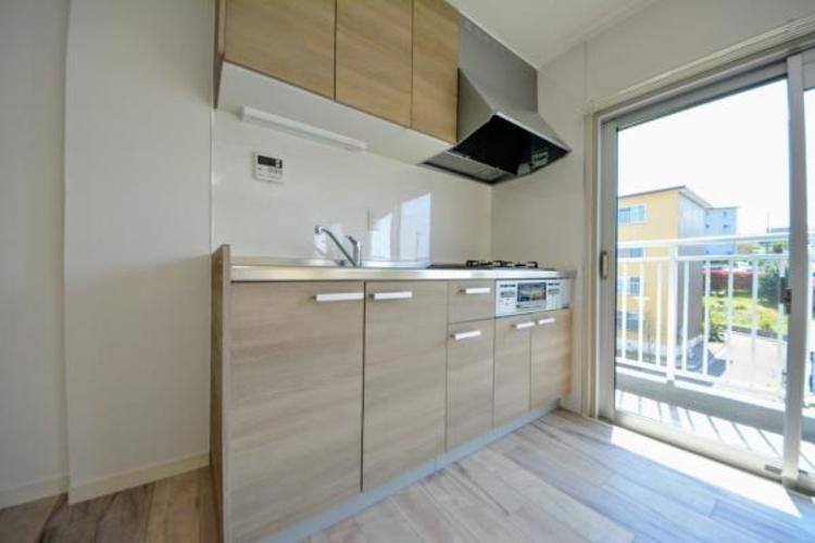 ■キッチン■  吊戸棚もあり使い勝手の良いシステムキッチン
