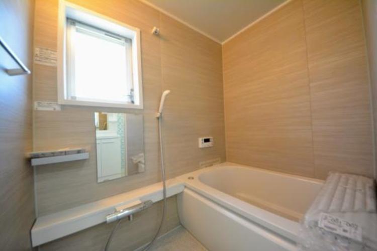 ■浴室■  ユニットバスには窓もあります