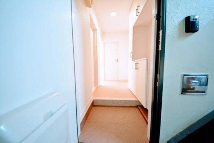 ■玄関■  玄関には、収納力のあるシューズケースを設置
