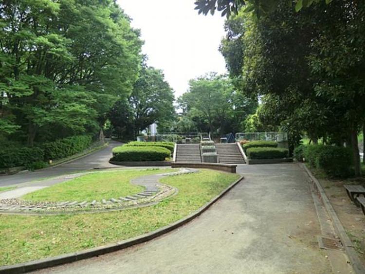 竹山中公園 180m