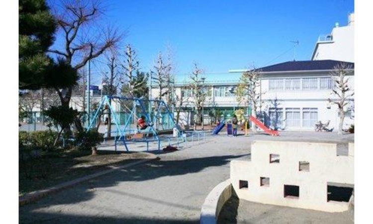 江東区立亀高小学校まで273m。北砂5丁目団地に隣接しており、学校の周りは団地の木々に囲まれ、緑豊かで静かな落ち着いた環境の中にあります。