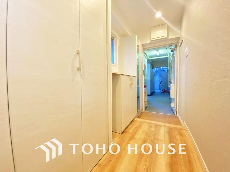 玄関横には豊富な収納スペース