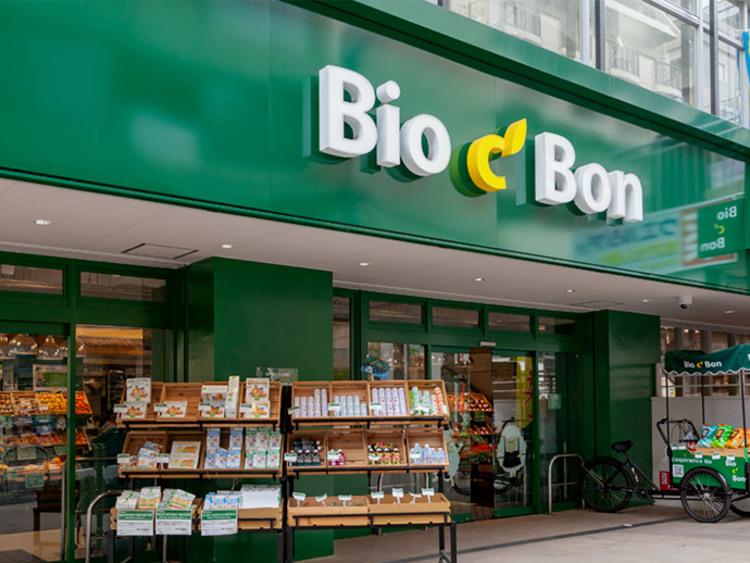 ビオセボン麻布十番店まで7m。「ビオセボン」は、パリ発のオーガニック・スーパーマーケットです。