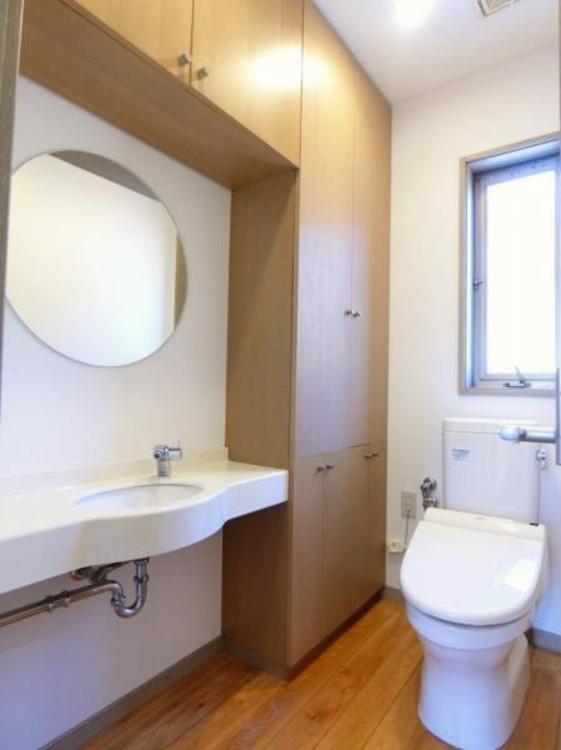 トイレもスペースが広く、手洗い場も完備されております♪