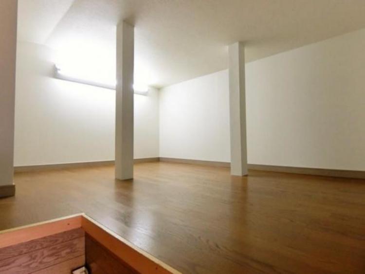 屋根裏収納もございますので、お部屋の空間を狭めることなく存分にご使用頂けます♪