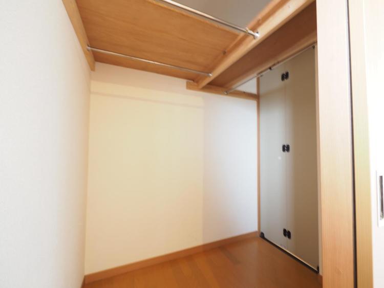 オシャレな方も安心の収納力。大きな収納はすっきりした住空間のキーアイテムです。