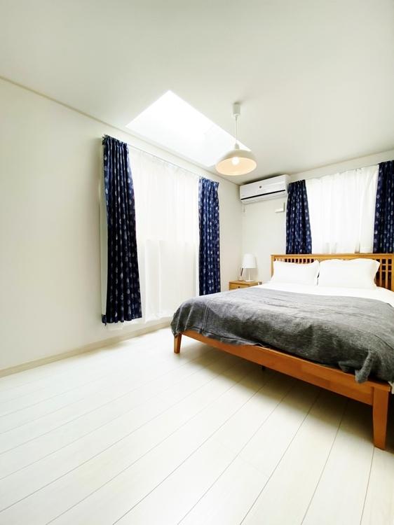〜2階6.1帖居室〜 オーディオルームやホームシアター、書斎やライブラリー、時には工作コーナーも仕立てられる多彩な用途。プラスアルファの楽しみが広がる自由空間です。
