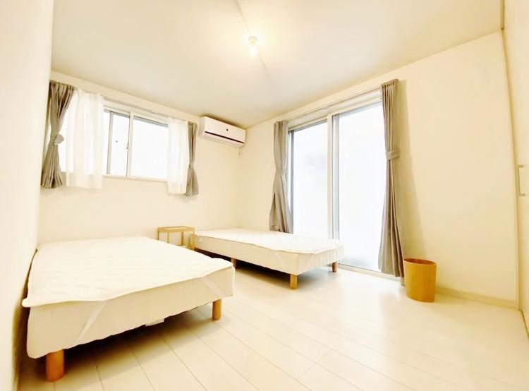 〜6.1帖居室〜 主寝室は十分な広さに加えて、快適に目覚められるよう、大きな採光窓を設けました。新しい一日を、気持ちよくスタートできる、寝室にピッタリのお部屋です。