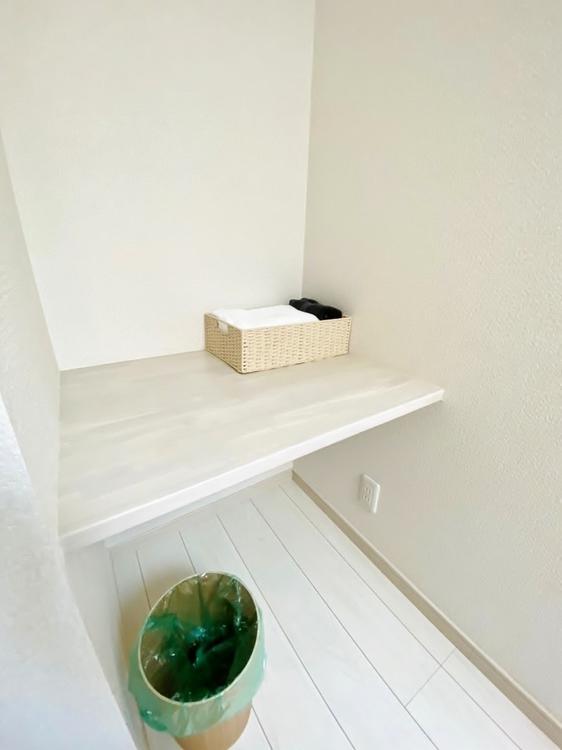 〜多彩な活用方法のあるスペース〜 2階にはスタディコーナーがございます。パソコンスペースや家事スペース・お子さんの勉強スペース・インテリアの装飾など使い勝手は様々です。