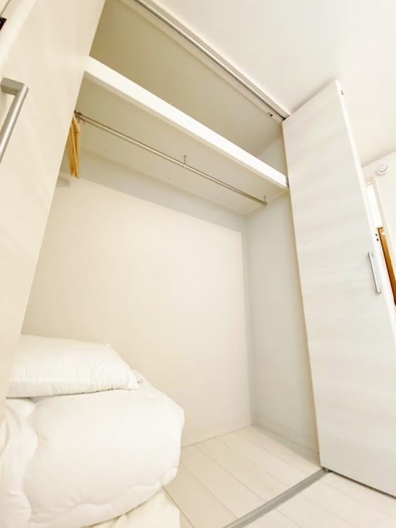 〜クローゼット〜 居室にはクローゼットを完備し、自由度の高い家具の配置が叶うシンプルな空間です。お子様の成長と必要になる子供部屋を与えるにはぴったりの間取りですね。