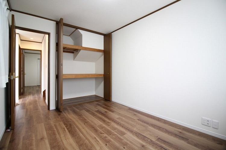 6帖ほどのお部屋は広さも丁度良く、使い勝手もあります○