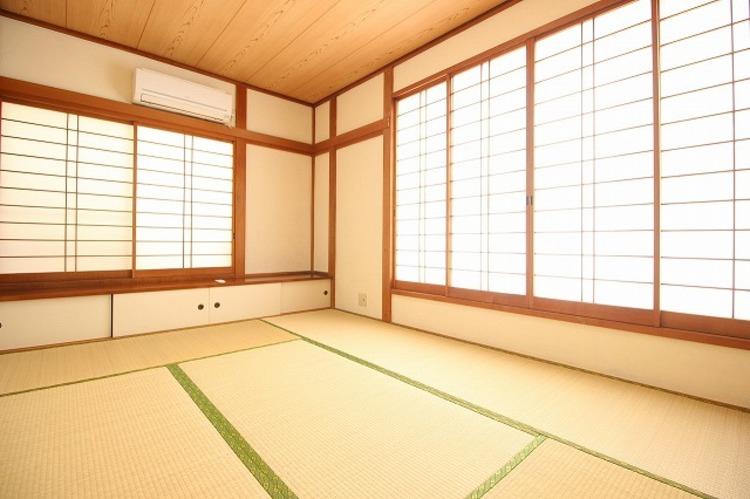 採光がある和室は、食後や入浴後のくつろぐ空間に…
