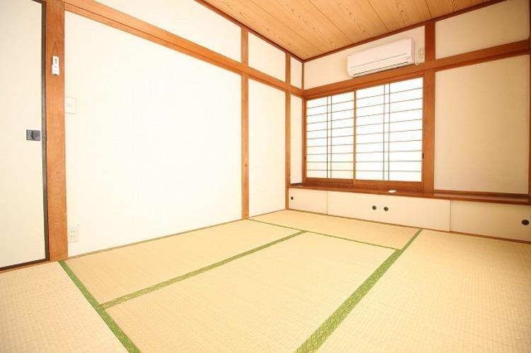 ダイニング隣接の和室では、お子様を寝かせることや客間としても利用可能で便利です○