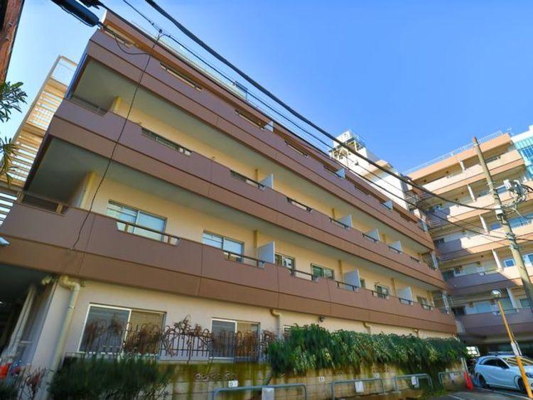 爽やかな青空の下に贅沢なほどに降り注ぐ陽光、豊かな居住性。クオリティが見事に調和した住空間。