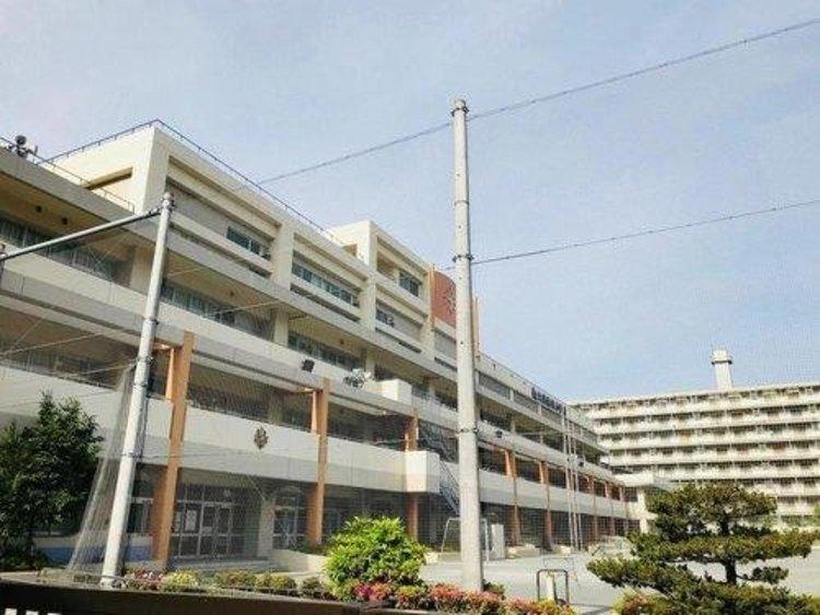 江東区立大島南央小学校まで690m 東京都江東区大島四丁目にある区立小学校。2007年(平成19年)大島中央小学校と大島南小学校が統合されて開校。