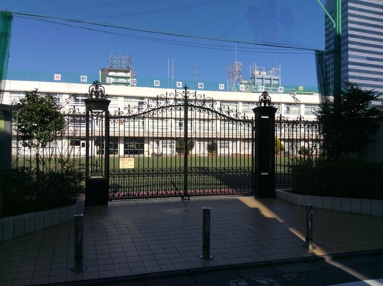 渋谷区立幡代小学校まで655m。心身ともに健康で知性と感性に富み、人間性豊かな児童の育成。