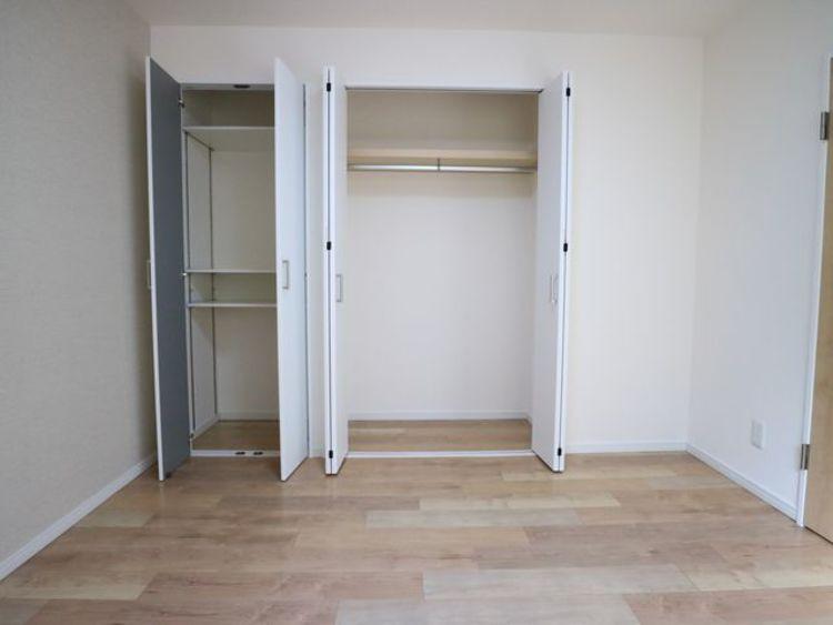 充分な収納スペースを確保。居室内に余計な家具を置く必要がないので、シンプルですっきりとした暮らしが実現します。