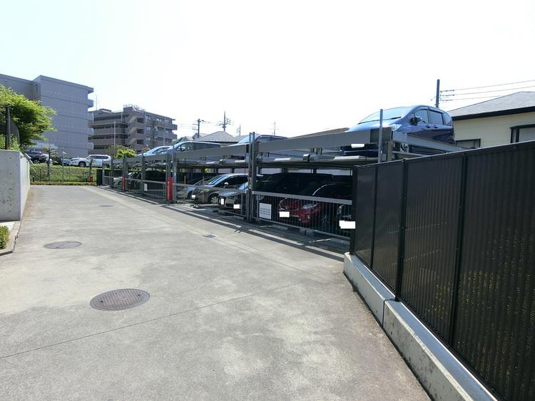 敷地内の駐車場です。空き状況はお問い合わせください