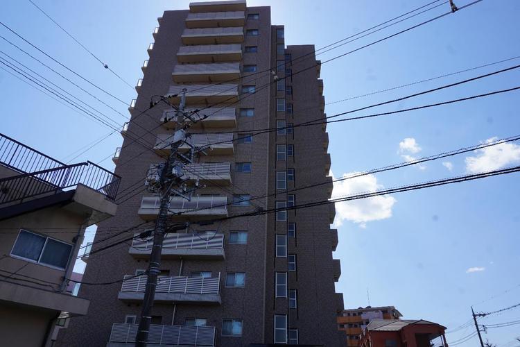 13階建てマンションです。最寄駅はJR「宇都宮」駅です。