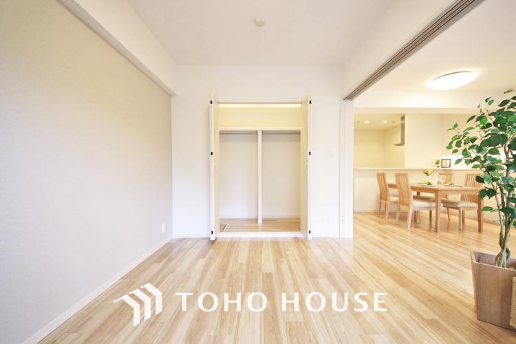 引き戸で開放的に使いやすい洋室