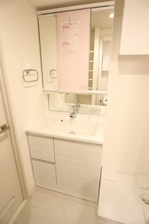 独立洗面台で、手洗いうがいや歯磨き、洗顔もスムーズにできます