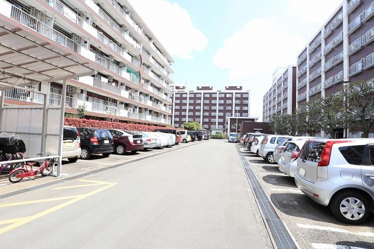敷地内に駐車場・バイク置場・駐輪場完備(空き状況は要確認)