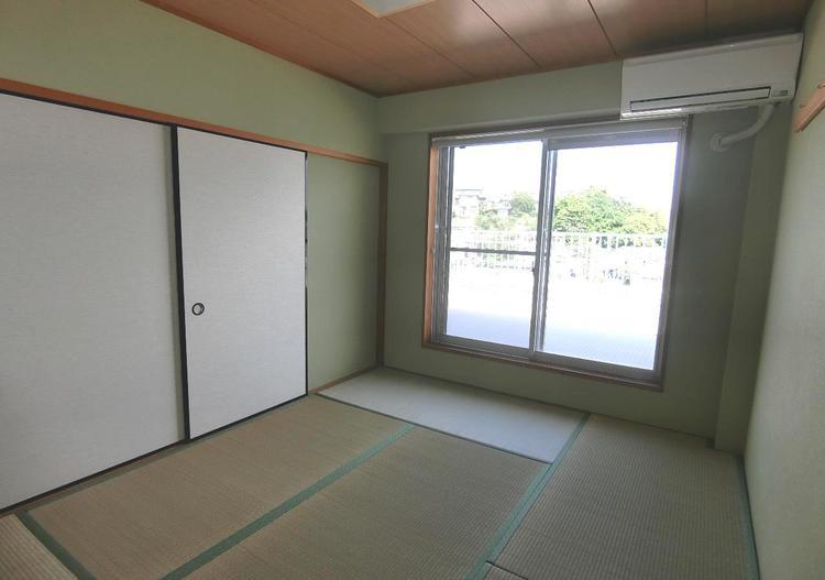 約6帖の和室です。畳のお部屋は寛げる空間ですね。
