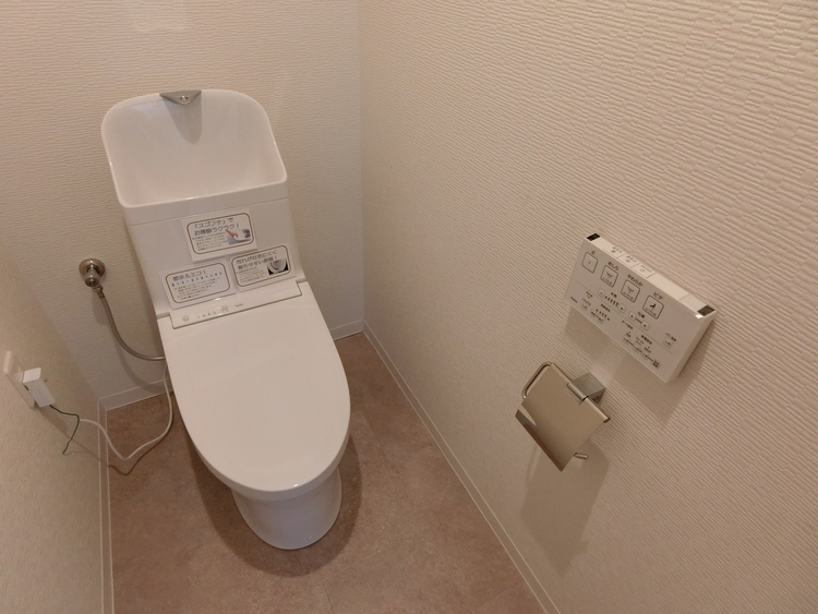 トイレも新規交換済で綺麗です。