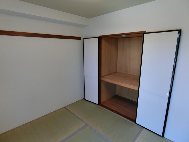 布団等大きな物も収納できる押入れ収納もございます。