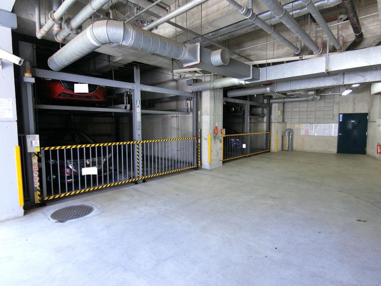 駐車場ございます。現在の空き状況はお問い合わせ下さい。